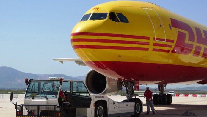 Με πτήση της DHL έφτασαν 83.850 δόσειςτου εμβολίου