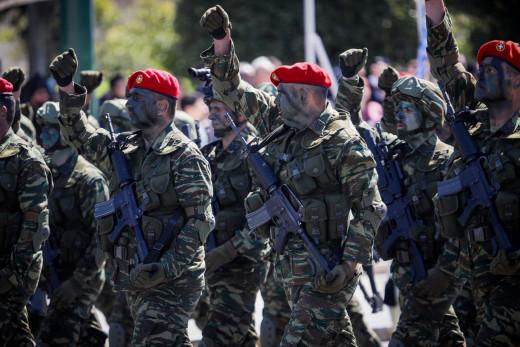 στρατιωτική παρέλαση