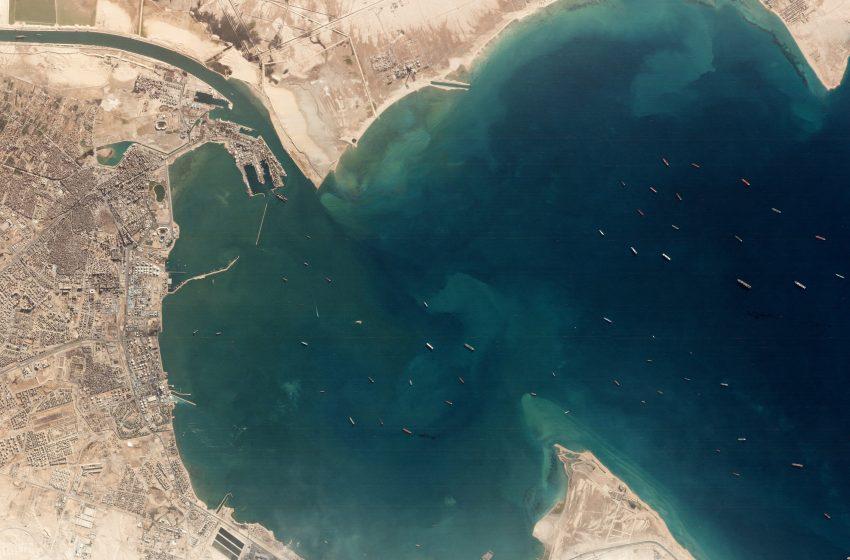 """Ο αποκλεισμός του Σουέζ προκαλεί """"κραχ"""" στα ναύλα μεταφοράς πετρελαίου"""