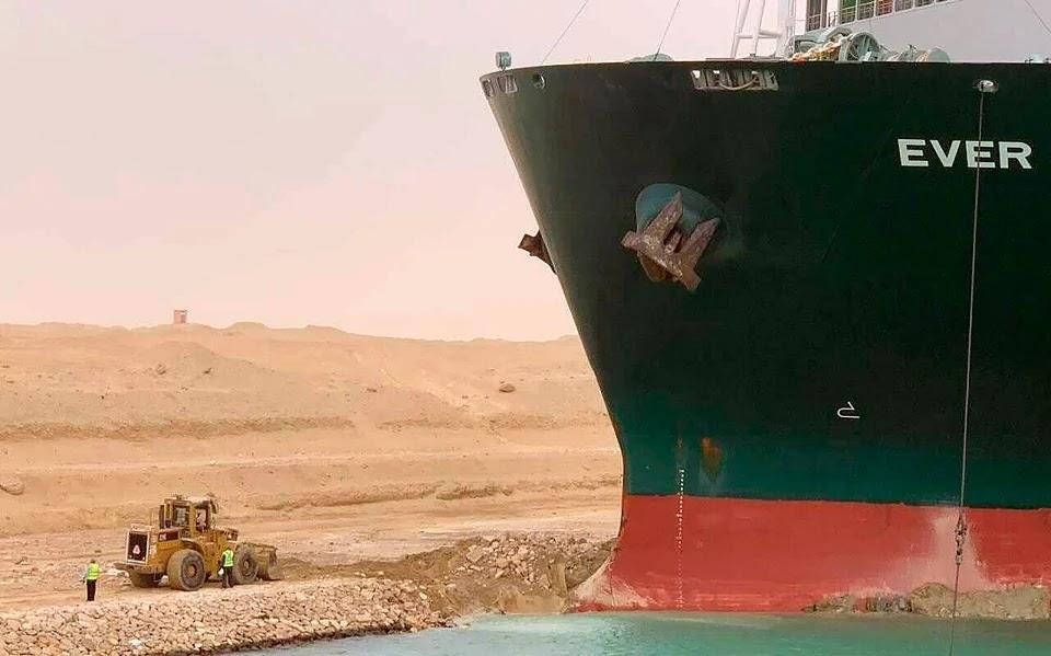 ΖΕΙΔΩΡΟΝ: Μέγα κόστος για την παγκόσμια οικονομία από το «μποτιλιάρισμα» του Σουέζ (φωτο)
