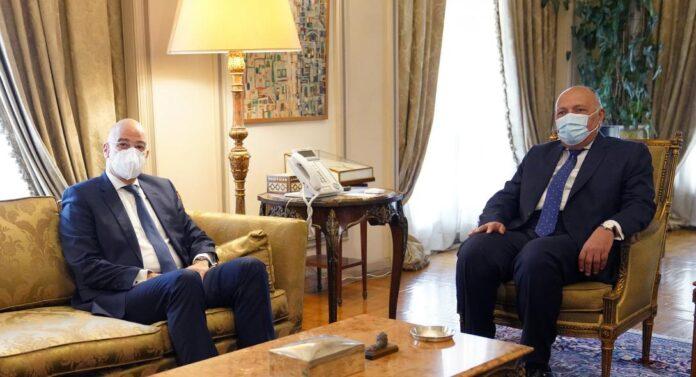 Σκληρές διαπραγματεύσεις του Νίκου Δένδια στο Κάιρο
