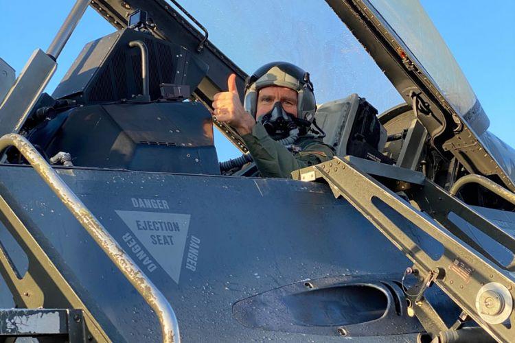 Τζέφρι Πάιατ: Ιπτάμενος ο Αμερικανός πρέσβης - Πέταξε με F-16 | Athens Voice