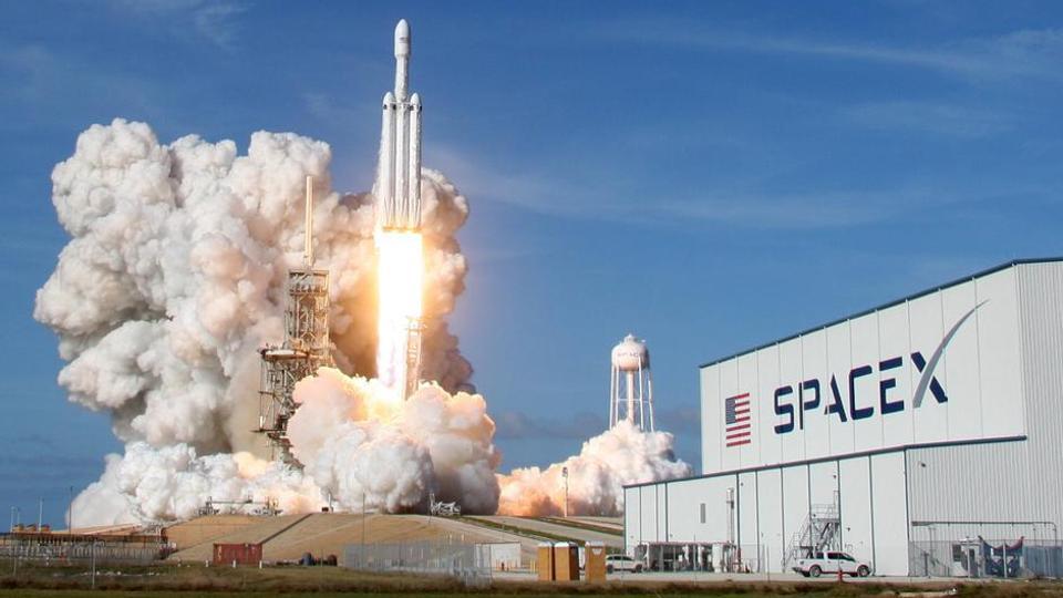 Η SpaceX εκτόξευσε τουρκικό τηλεπικοινωνιακό δορυφόρο