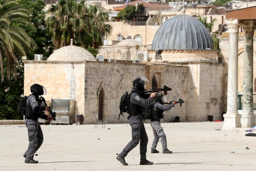 Σφοδρές συγκρούσεις στην Ιερουσαλήμ – Εκατοντάδες τραυματίες, συνέρχεται το ΣΑ του ΟΗΕ
