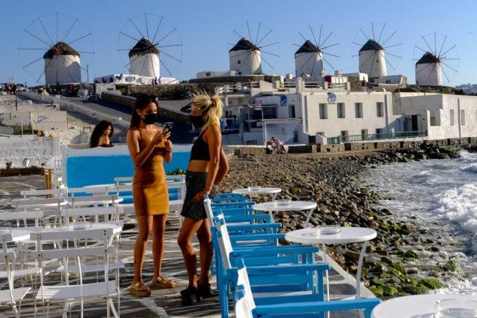 Αισιόδοξες προβλέψεις για τον τουρισμό, παρά τη μετάλλαξη Δέλτα