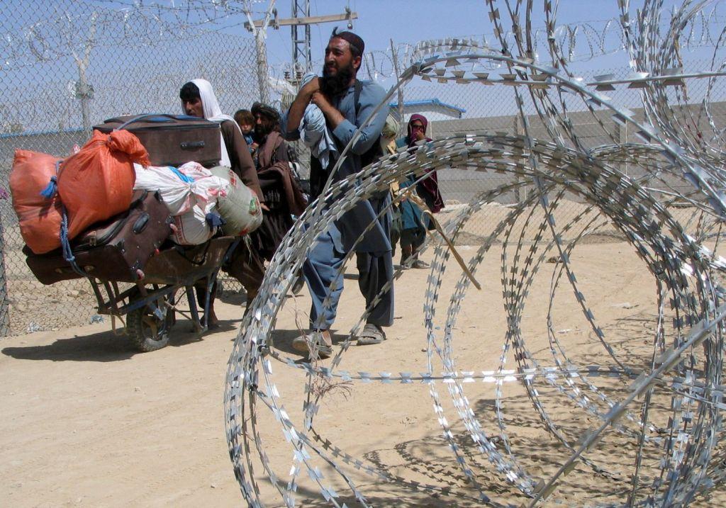 Αφγανιστάν – Πώς οι Ταλιμπάν παγιδεύουν τους πολίτες – Μητέρες πετούν τα μωρά τους σε στρατιώτες