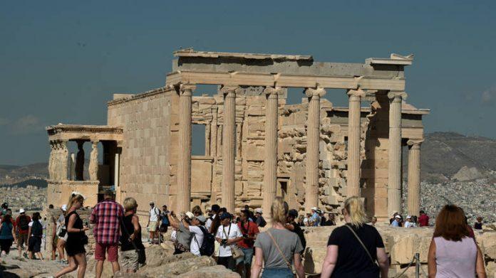 Τουρισμός: «Αποφύγετε το ταξίδι στην Ελλάδα»